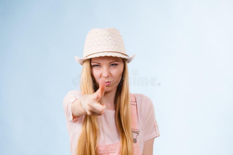 Donna adolescente arrabbiata divertente fotografie stock