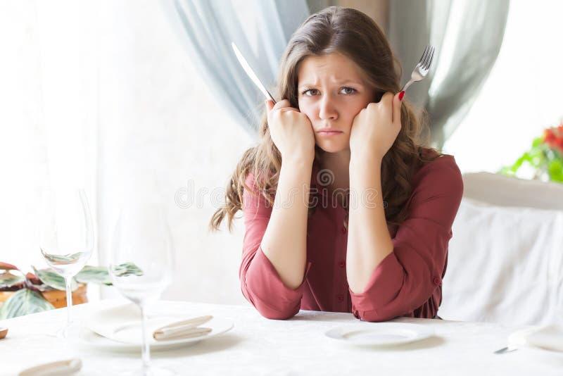 Donna affamata immagini stock