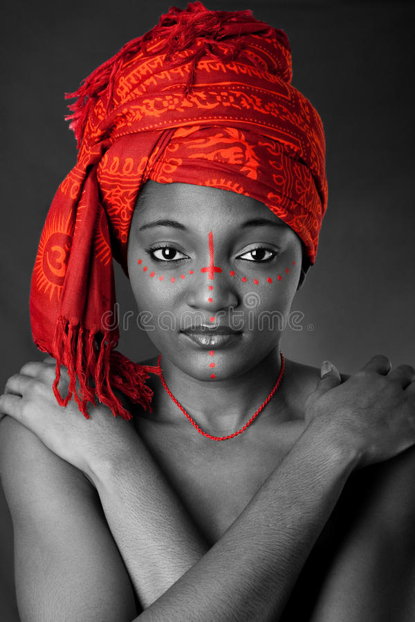 Donna africana tribale con headwrap fotografie stock
