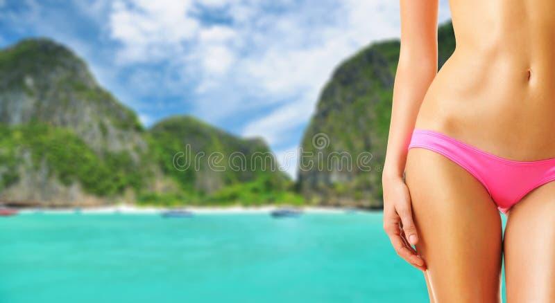 Download Donna alla laguna immagine stock. Immagine di nave, coastline - 55350699