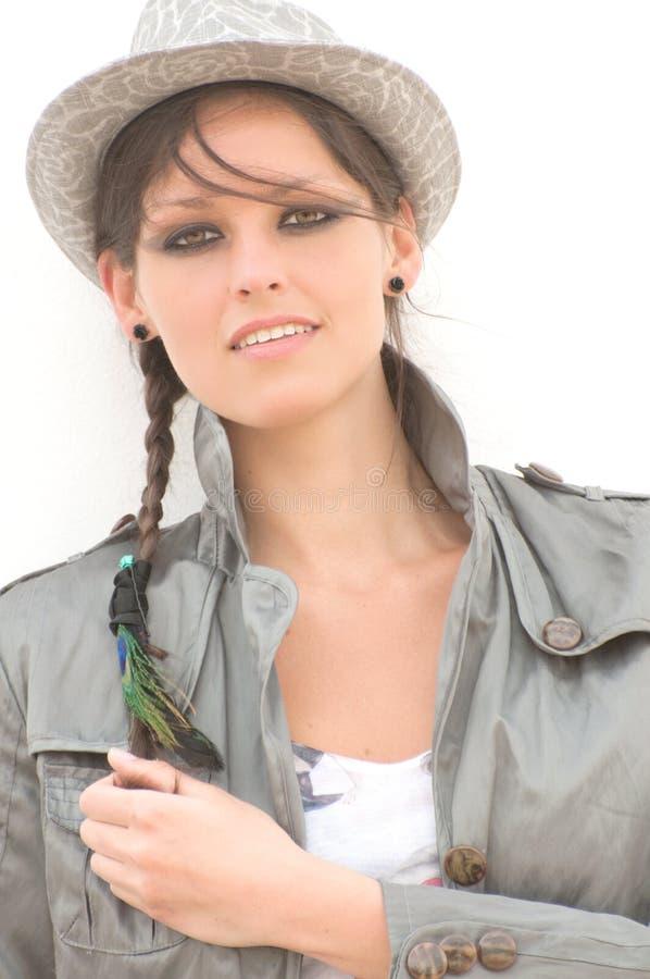 Donna alla moda in cappello immagine stock