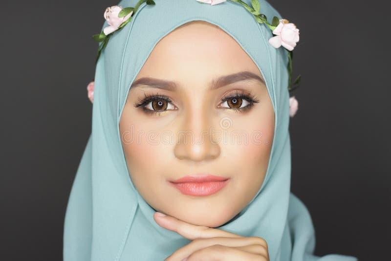 Donna alla moda del muslimah immagini stock libere da diritti