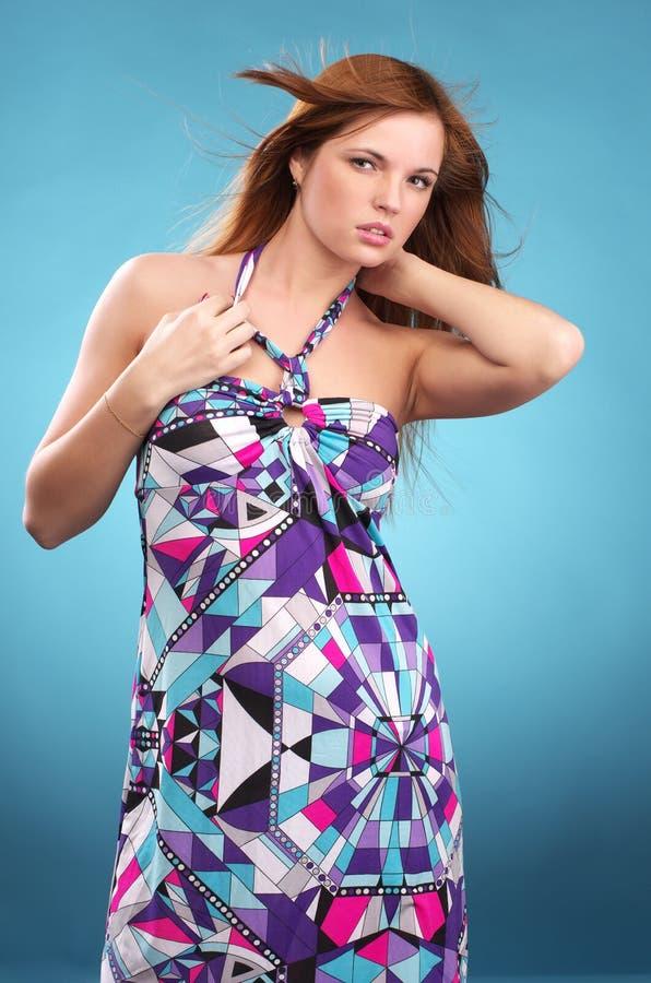 Donna alla moda nei sundress fotografia stock libera da diritti