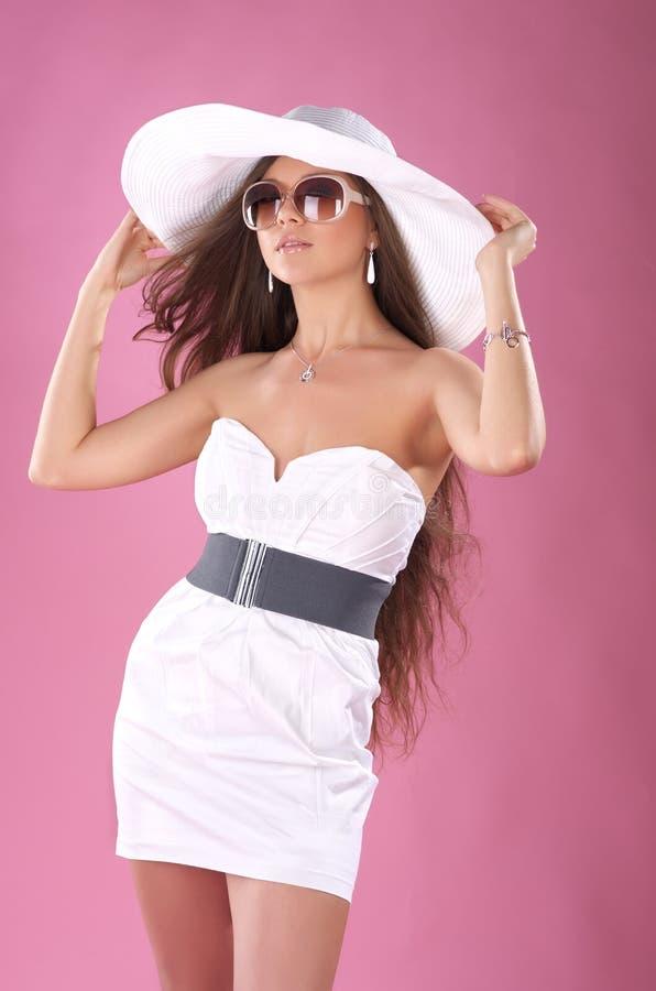 Donna alla moda nel bianco immagini stock libere da diritti