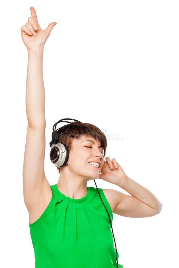 Donna allegra DJ con le cuffie su un bianco immagine stock