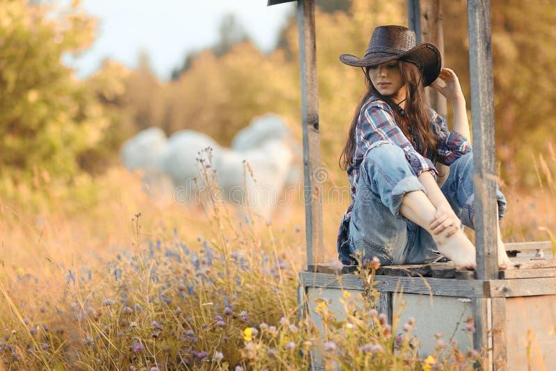 Donna americana in fiori selvaggi fotografia stock