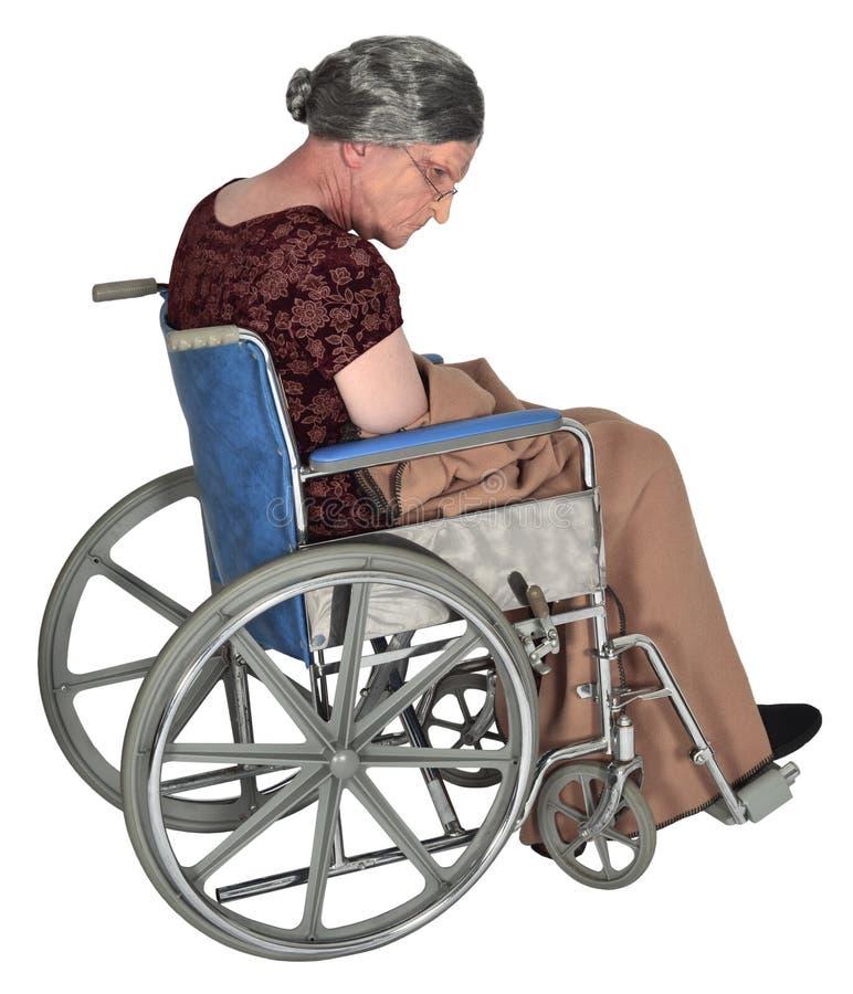 Donna anziana anziana in sedia a rotelle isolata fotografia stock libera da diritti