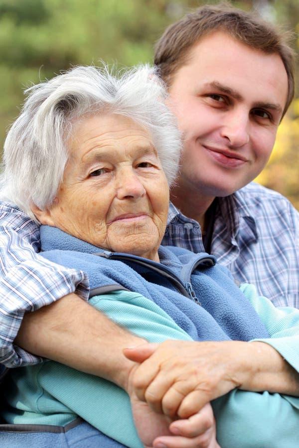Donna anziana con il suo nipote immagine stock libera da diritti