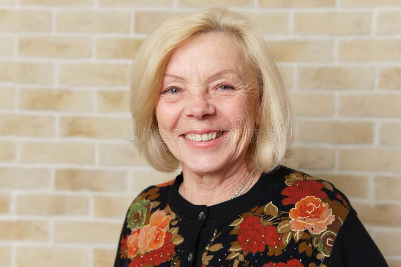 Donna anziana felice immagini stock libere da diritti