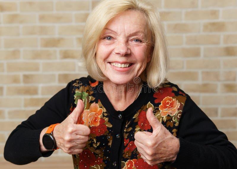 Donna anziana felice fotografie stock libere da diritti