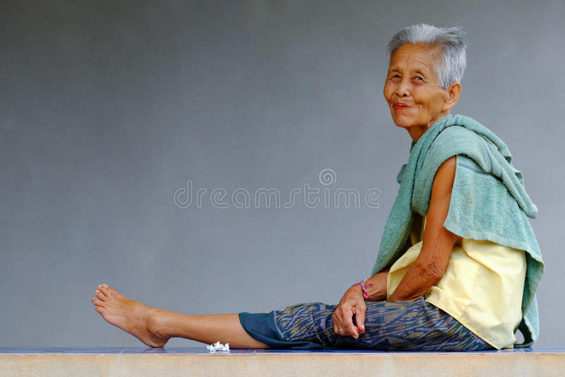 Donna asiatica anziana fotografia stock libera da diritti