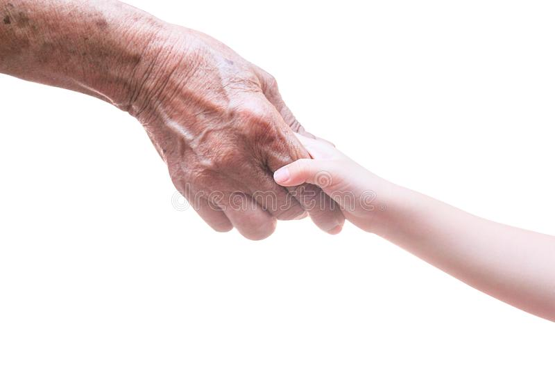 Donna asiatica anziana con le grinze ed il bambino della ragazza che stringe le mani vicino su isolate su fondo bianco con PA del immagine stock