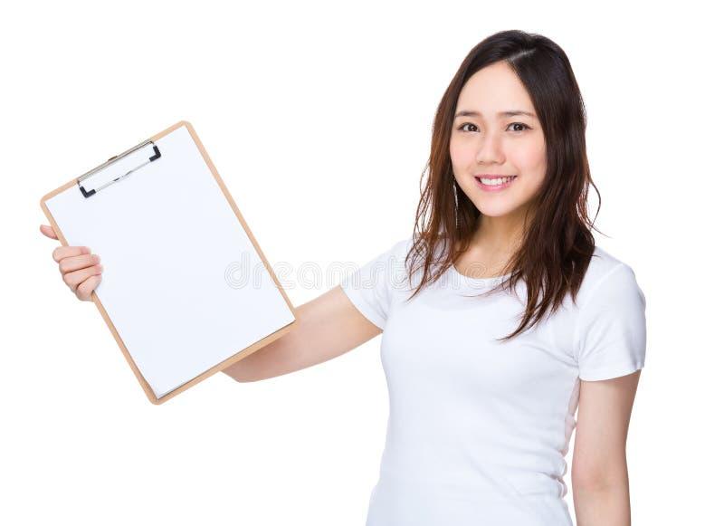 Download Donna Asiatica Che Mostra Lavagna Per Appunti Fotografia Stock - Immagine di china, asia: 55356522