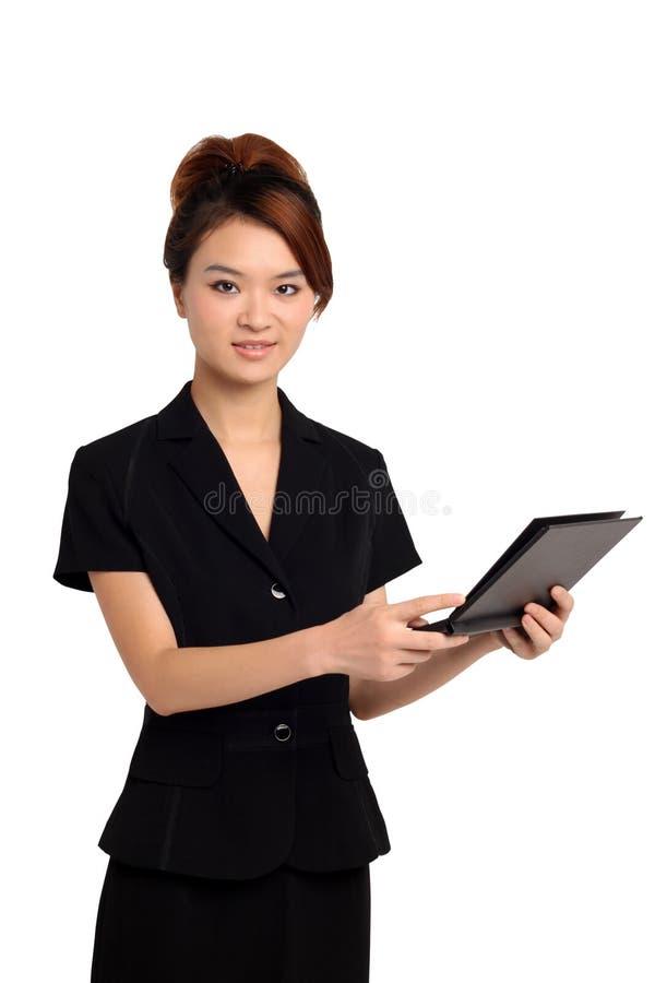 Donna asiatica con la compressa fotografia stock libera da diritti