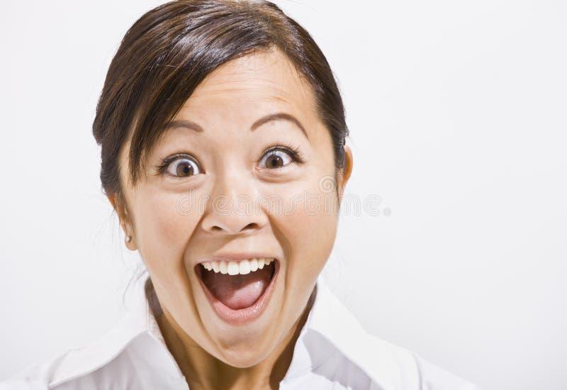 Donna asiatica con uno sguardo sorpreso. fotografia stock libera da diritti