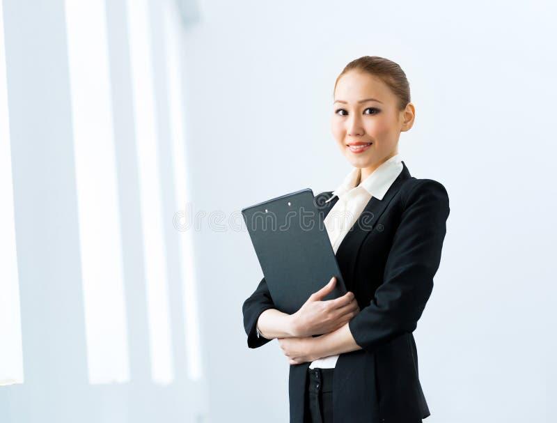 Donna asiatica di affari fotografie stock