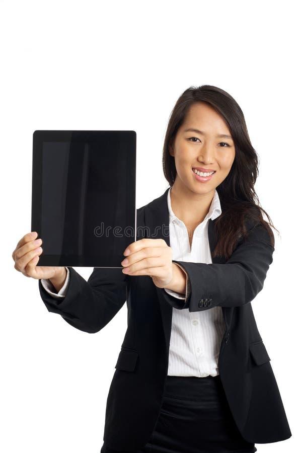 Donna asiatica di affari con la compressa fotografia stock libera da diritti