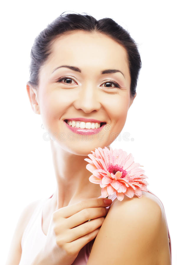 Download Donna Asiatica Felice Che Tiene Una Gerbera Rosa Fotografia Stock - Immagine di fiore, pulito: 55358070
