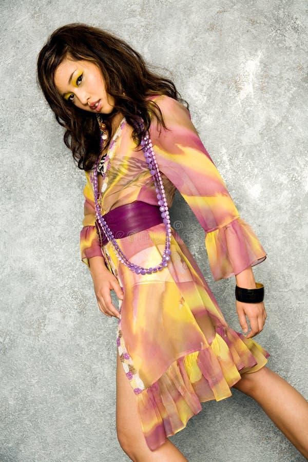 Donna asiatica in vestito immagini stock