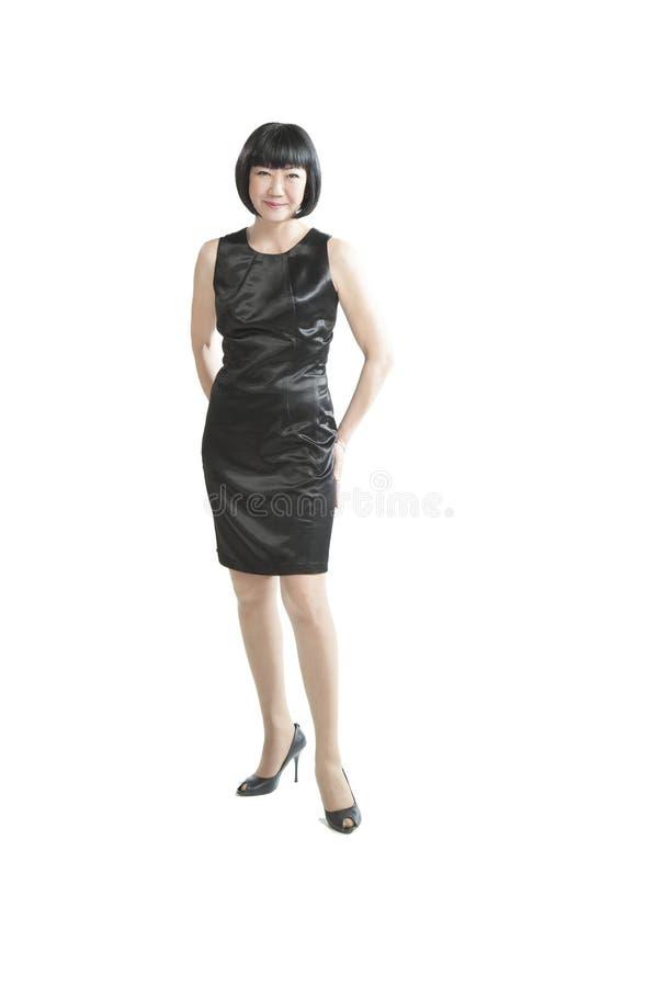 Donna asiatica in vestito nero fotografie stock