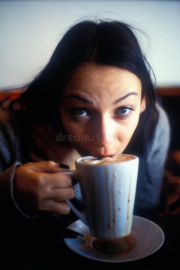 Donna assetata su latte immagine stock libera da diritti