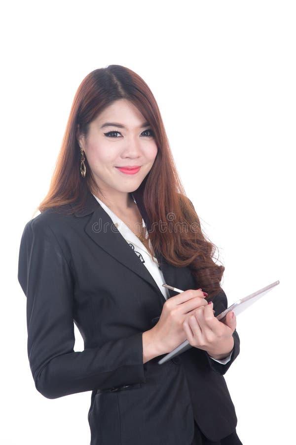 Donna astuta sorridente di affari, concetto facendo uso della compressa del computer fotografie stock libere da diritti