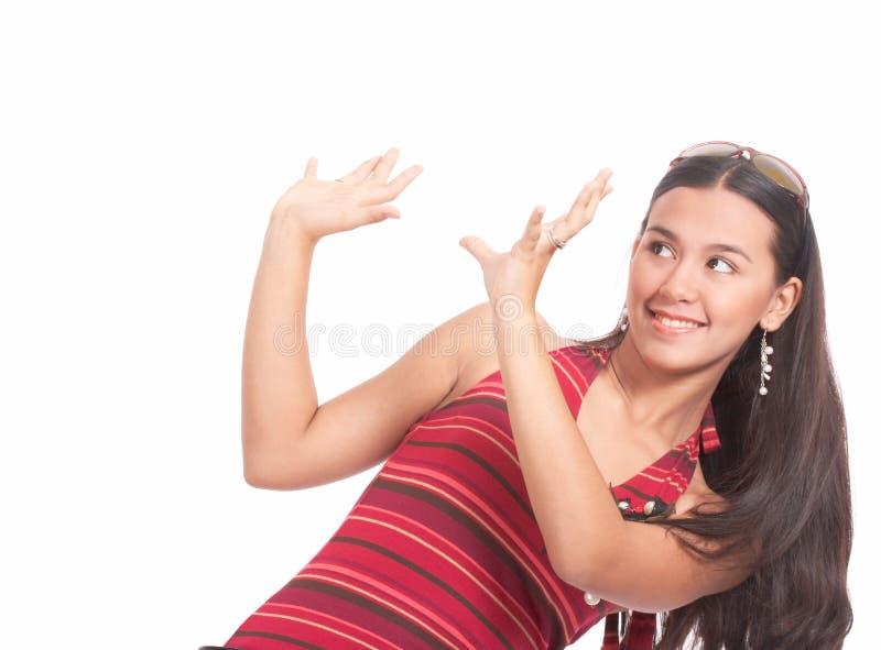 Donna attraente che osserva in su immagine stock libera da diritti