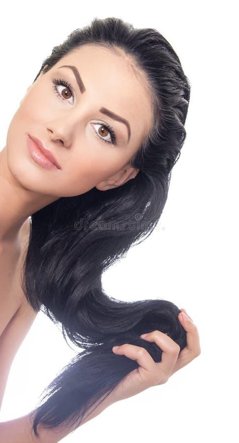 Donna attraente che tiene i suoi capelli immagini stock libere da diritti