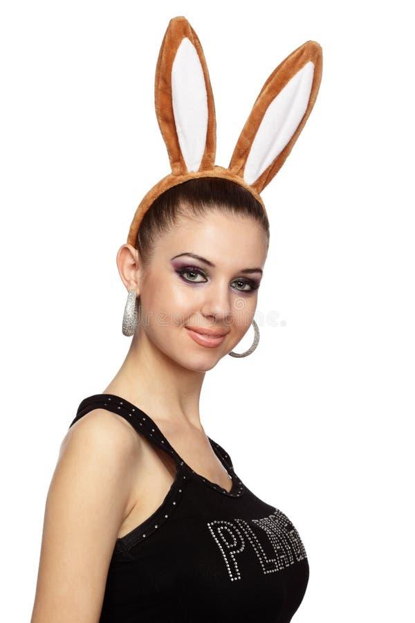 Donna attraente con le orecchie del coniglietto immagine stock