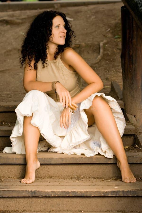 Donna attraente del brunet fotografia stock libera da diritti