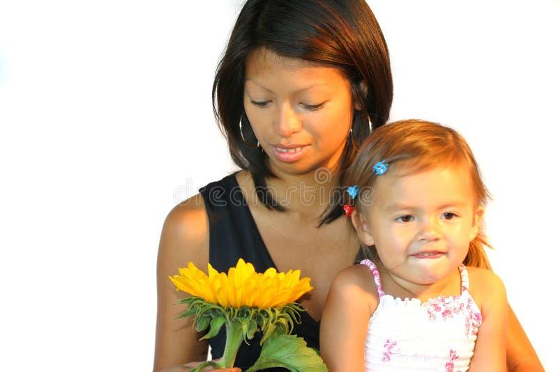 Donna attraente del philipinne con il bambino immagini stock libere da diritti