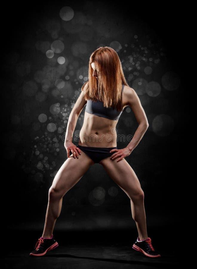 Donna attraente di forma fisica fotografia stock libera da diritti