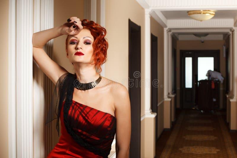 Download Donna attraente nel rosso immagine stock. Immagine di sensual - 30827387