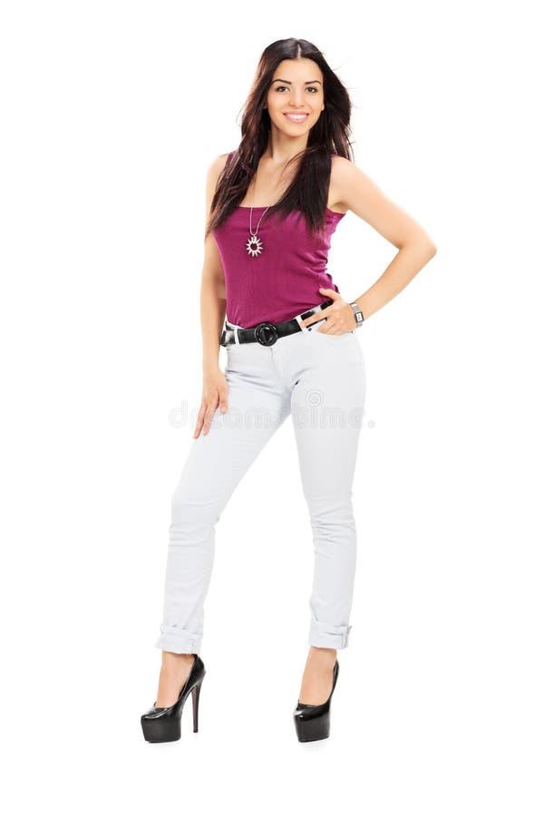 Donna attraente in vestiti alla moda fotografie stock libere da diritti