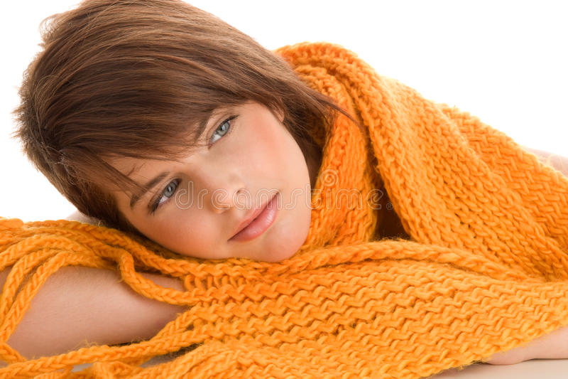 Donna avvolta in una sciarpa fotografia stock libera da diritti