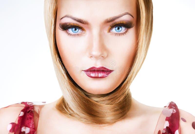 Donna Bionda Con Gli Occhi Azzurri Ed I Capelli Immagine ...