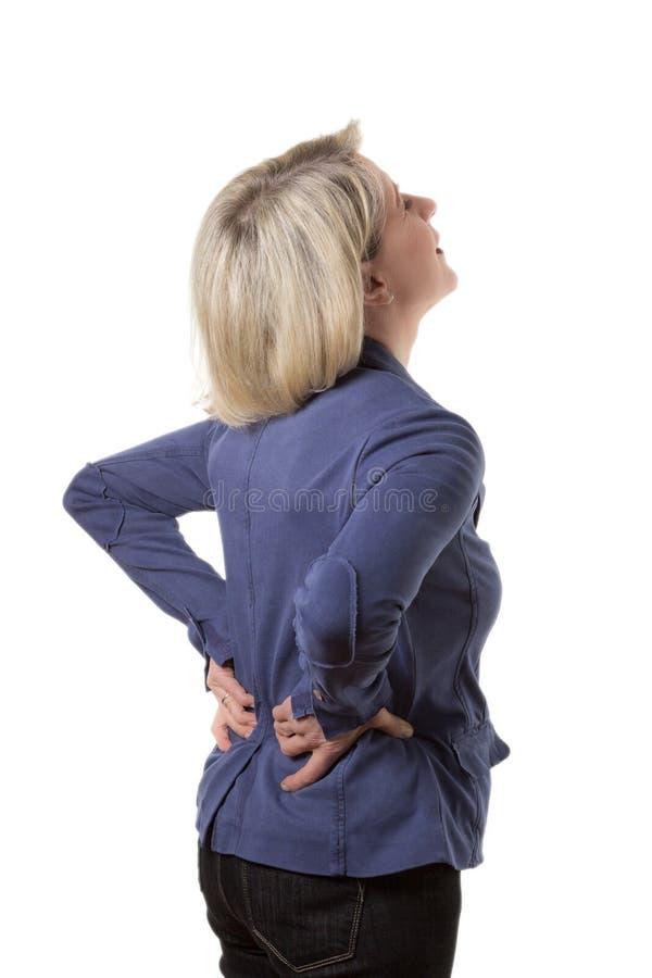 Donna bionda con il mal di schiena violento fotografia stock libera da diritti