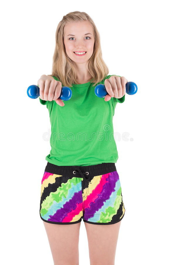 Donna bionda sportiva allegra che tiene le teste di legno blu fotografia stock libera da diritti