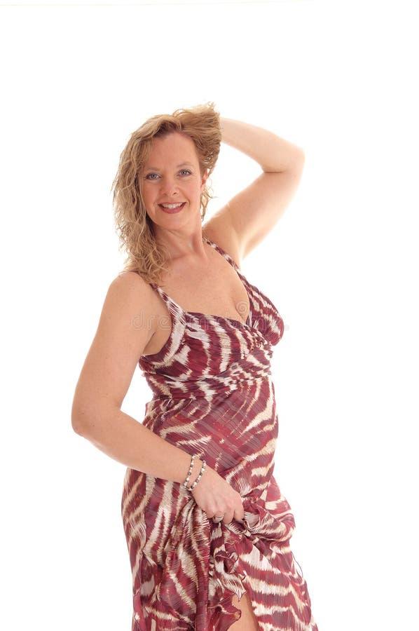 Donna bionda in vestito da estate fotografia stock libera da diritti