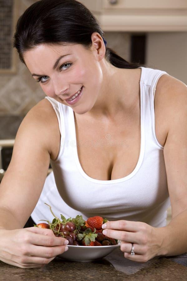 Download Donna in buona salute immagine stock. Immagine di bianco - 7310933