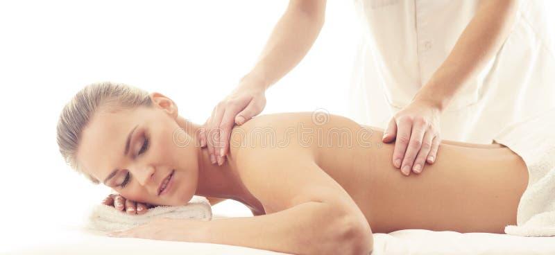 Donna in buona salute e bella in stazione termale Ricreazione, energia, salute, massaggio e guarire immagine stock