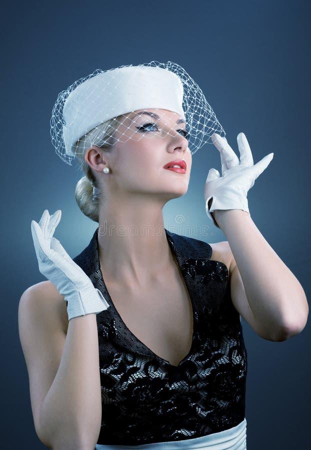 Donna in cappello bianco immagini stock
