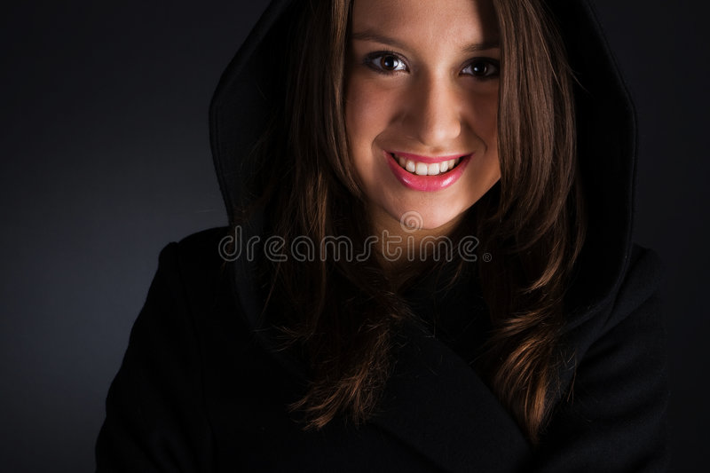 Download Donna in cappotto immagine stock. Immagine di sorridere - 7308355