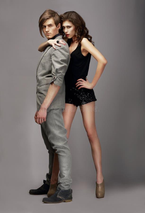 Donna carismatica ed uomo bello insieme fotografie stock libere da diritti