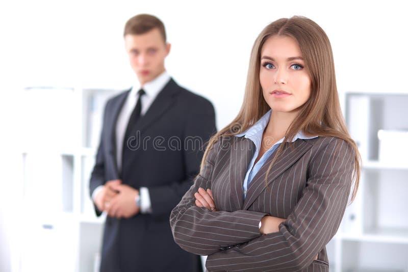 Donna castana di affari in ufficio immagine stock