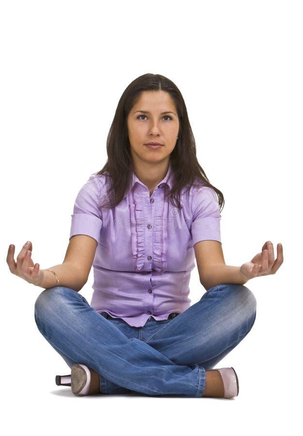 Donna casuale che meditating fotografia stock libera da diritti