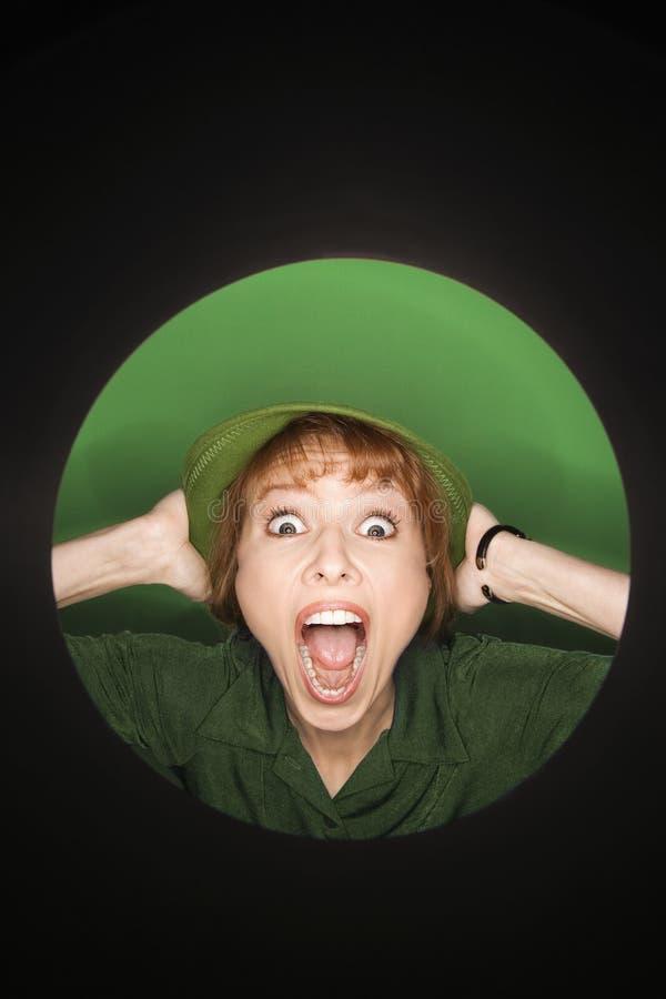 Donna caucasica con l'espressione sorpresa. fotografia stock libera da diritti