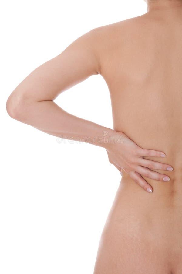 Donna che accarezza la sue spalla e schiena nude fotografia stock libera da diritti
