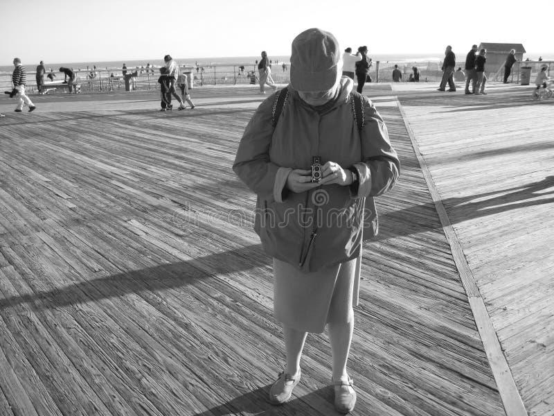 Donna che cattura le foto immagini stock libere da diritti