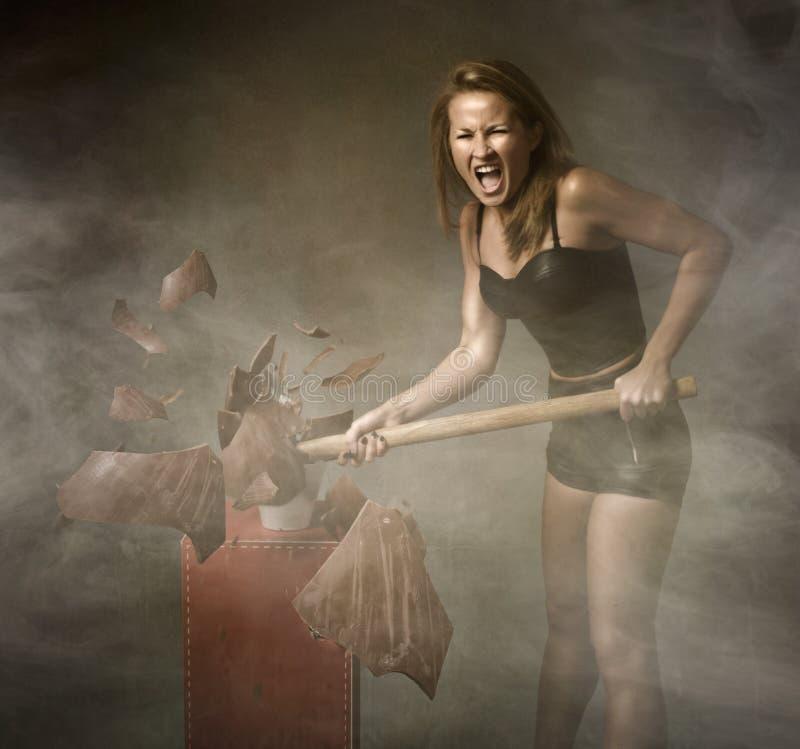 Download Donna Che Distrugge L'uovo Di Pasqua Fotografia Stock - Immagine di pesante, aggressivo: 56879592